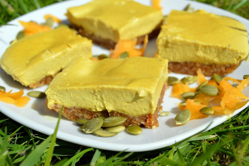 Raw pumpkin pie cake