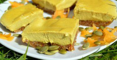 Raw pumpkin pie cake