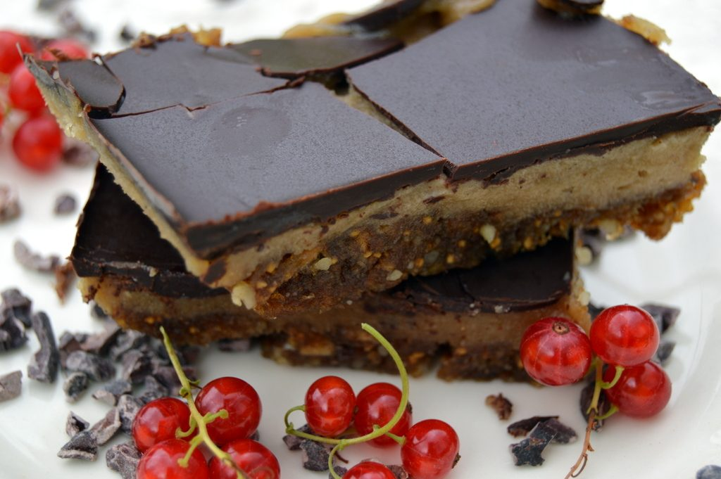 raw chocolate caramel slice