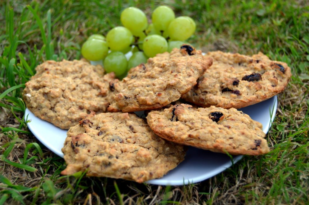 raisin banana oat cookie biscuits on a plate
