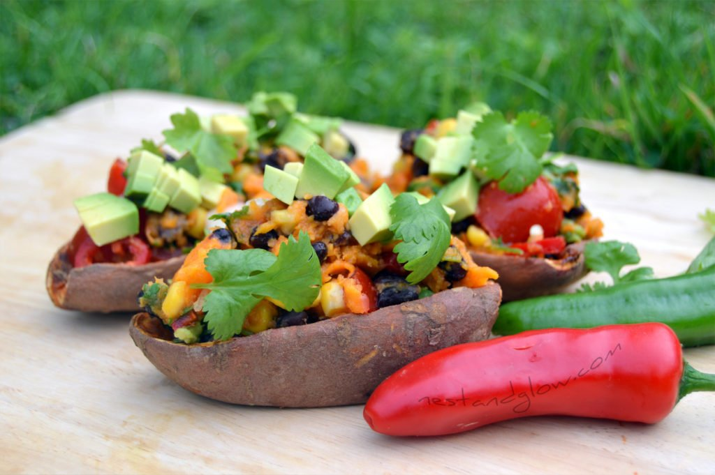 These Tex-Mex Loaded Sweet Potato Skins are a real crowd-pleaser. A delicious complete meal full of protein and carbs that are easy to make.