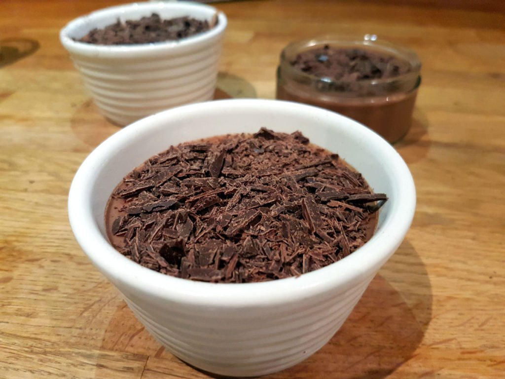 Quick and easy 5 ingredient chocolat coconut milk mousse