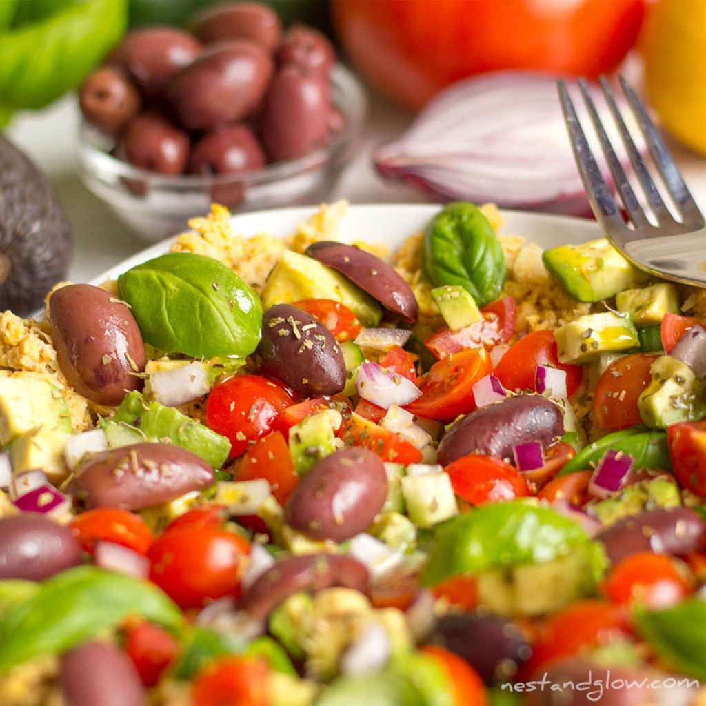 Close-up med hummus salad bowl
