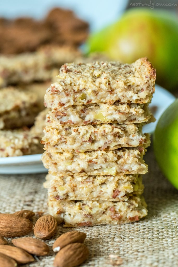easy and filling healthy breakfast bars with oatmeal