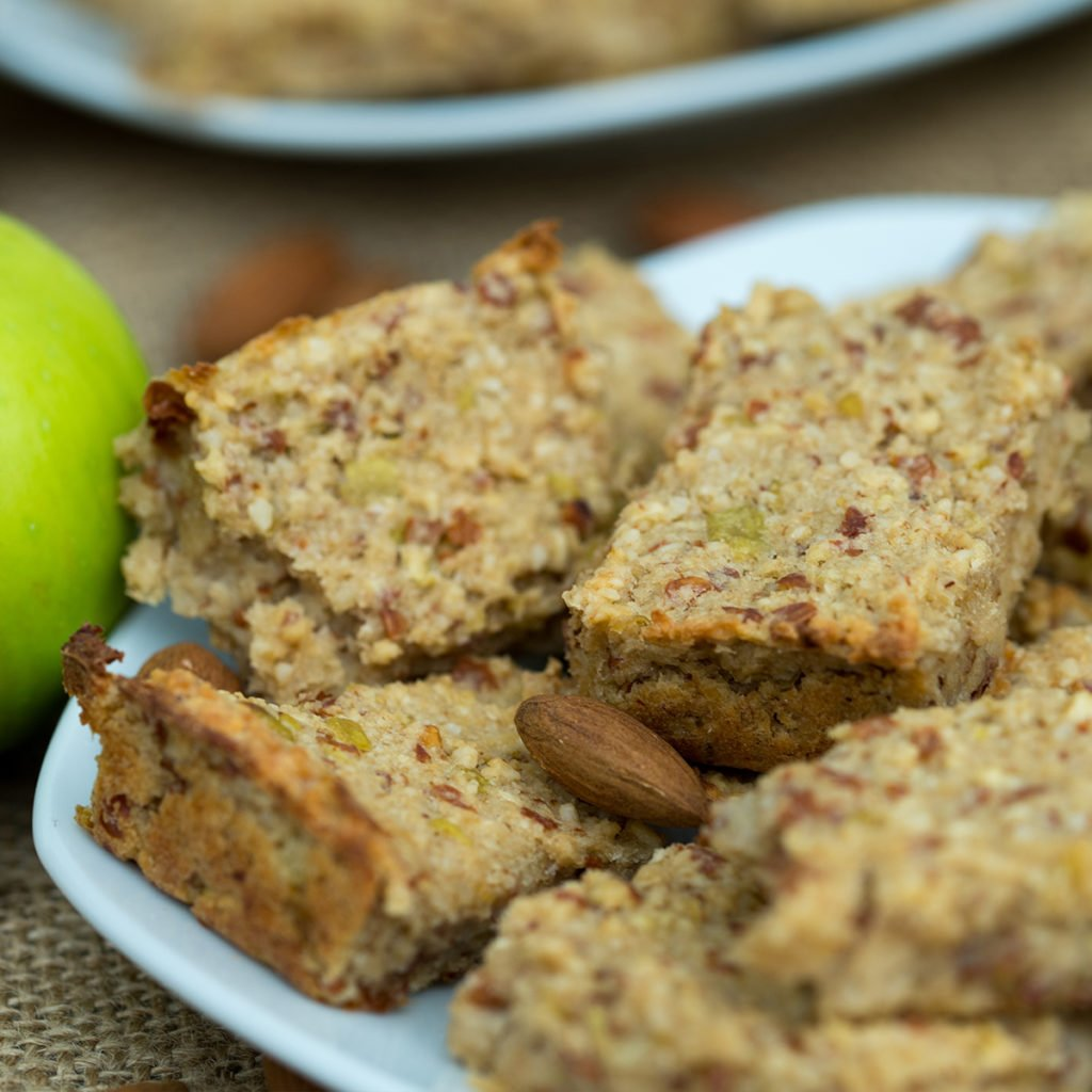healthy breakfast bars with fresh apple and low calorie