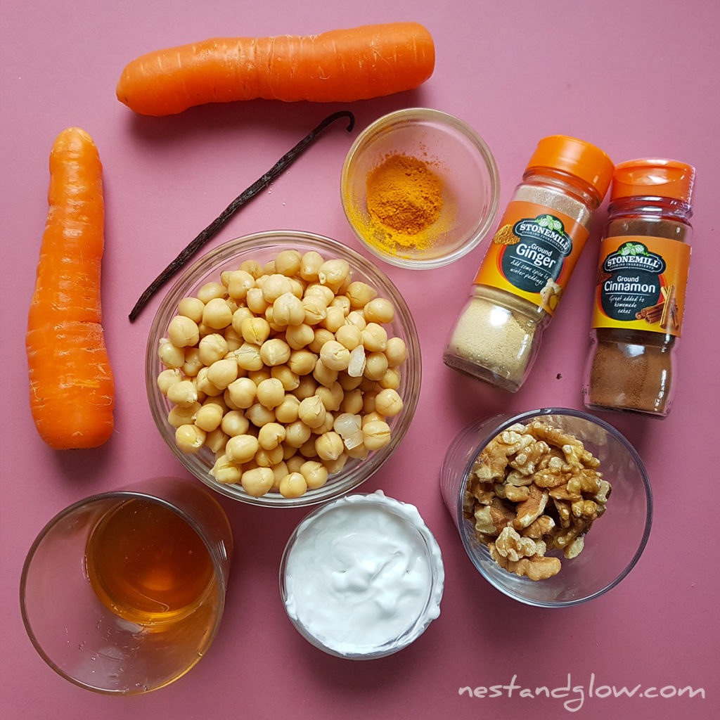 ingredient to make carrot cake hummus are carrot, coconut cream, walnuts, nutmeg, allspice, turmeric, cinnamon, sesame seeds, vanilla and sweetener. The walnuts can be replaced with pumpkin seeds or peacan nuts