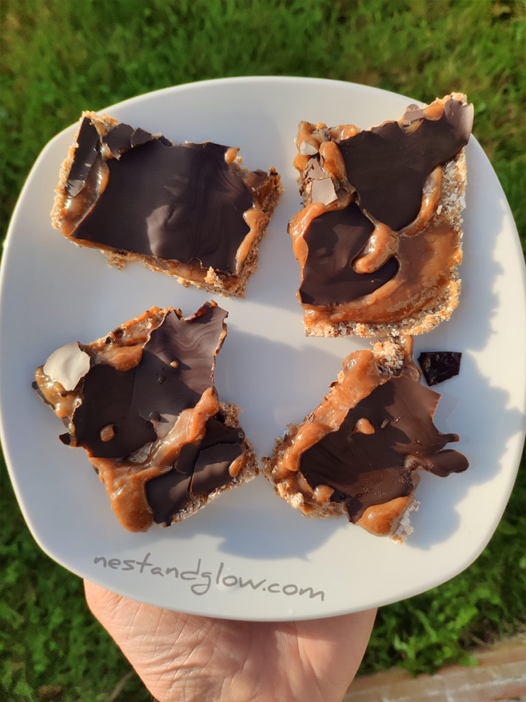 3 ingredient healthy chocolate caramel slice using raisins. free of dairy and refined sugar